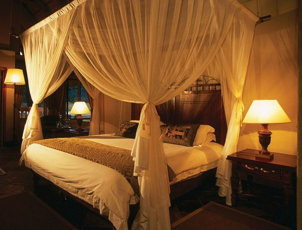 Lovely Romantic Canopy Bed Design Ideas For Your Bedroom 03