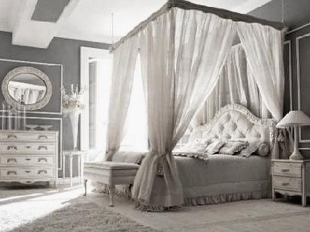 Lovely Romantic Canopy Bed Design Ideas For Your Bedroom 11