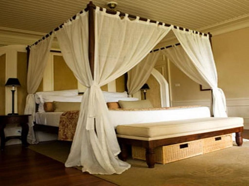 Lovely Romantic Canopy Bed Design Ideas For Your Bedroom 15