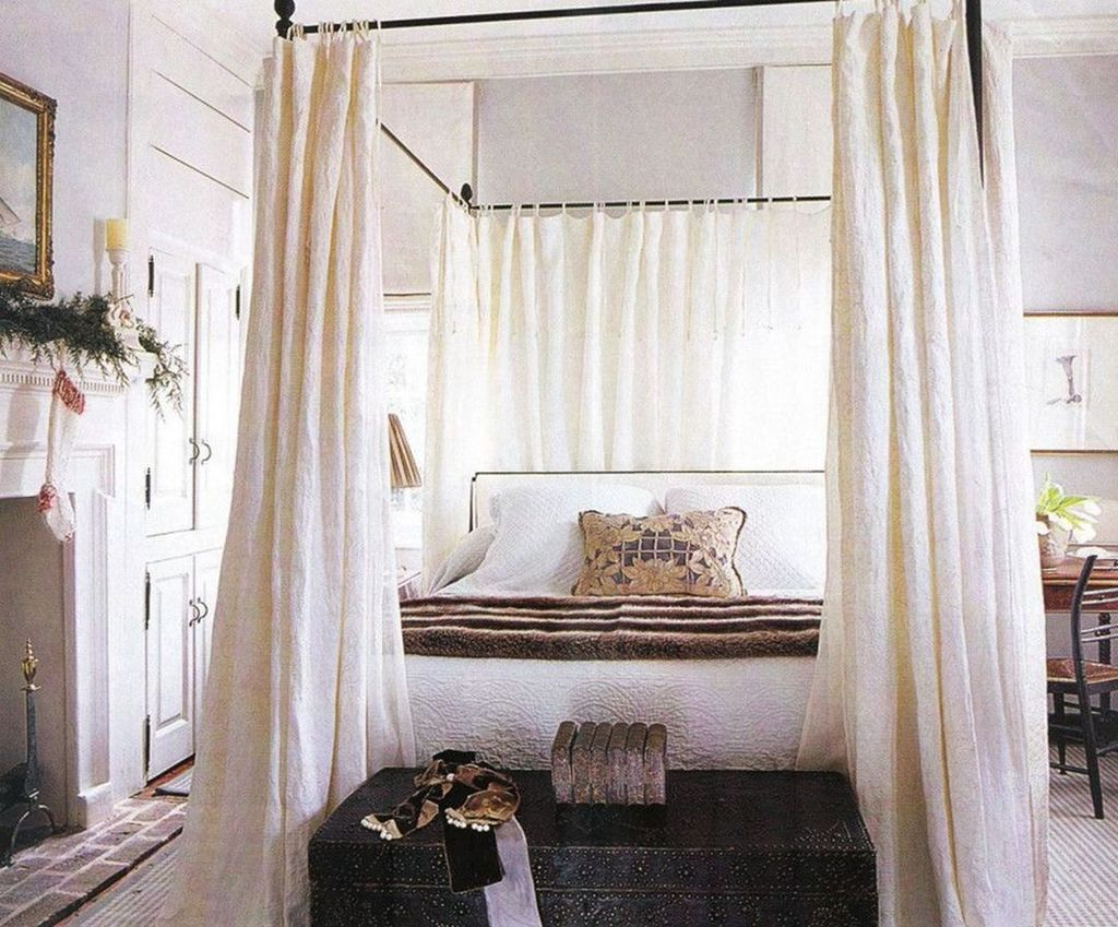 Lovely Romantic Canopy Bed Design Ideas For Your Bedroom 31
