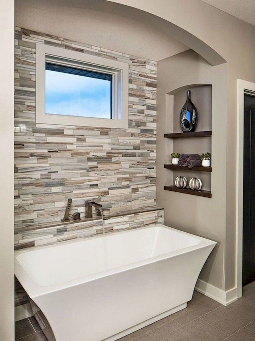 Popular And Stylish Small Master Bathroom Remodel Ideas 06