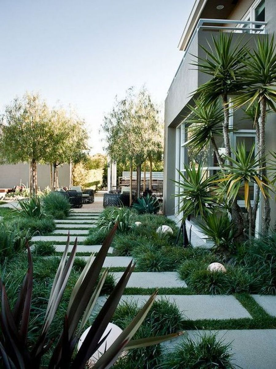 Stunning Tiny Garden Design Ideas To Get Beautiful Look 10