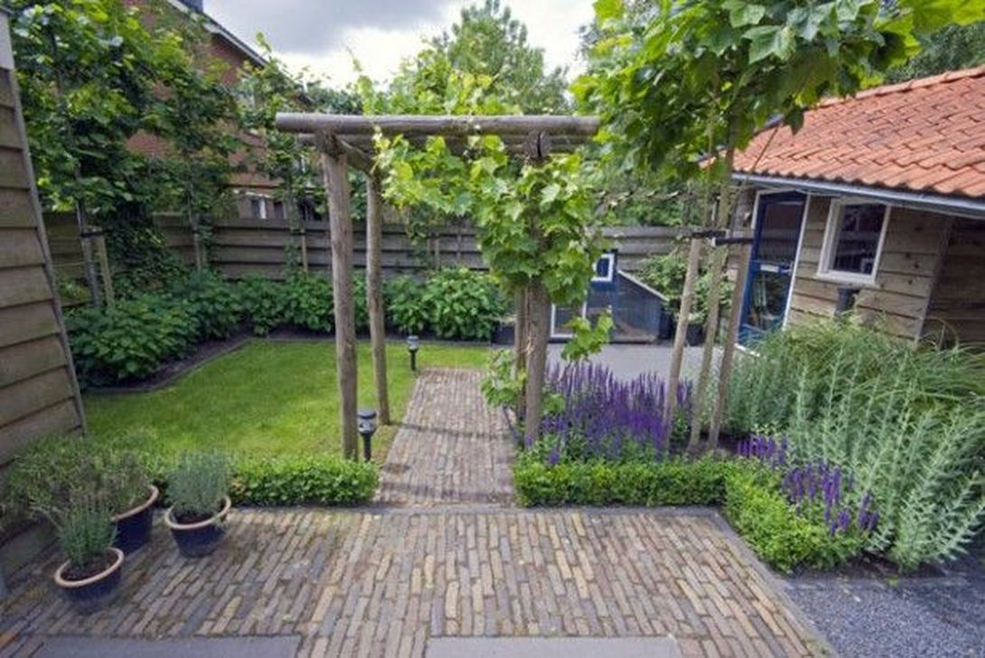 Stunning Tiny Garden Design Ideas To Get Beautiful Look 26