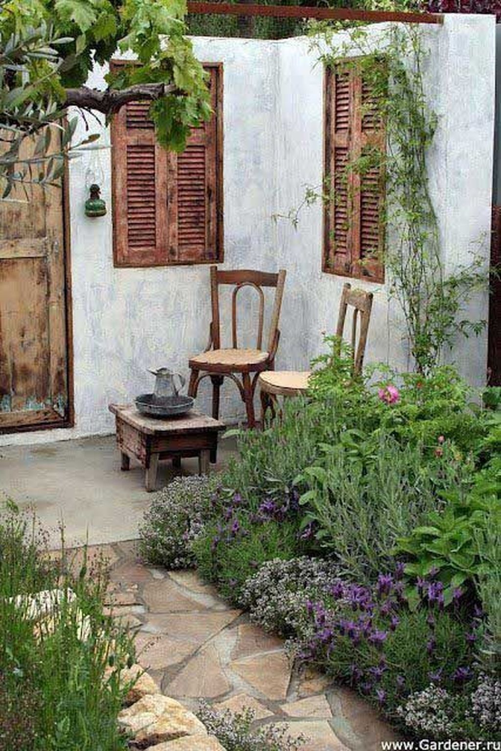 Stunning Tiny Garden Design Ideas To Get Beautiful Look 31