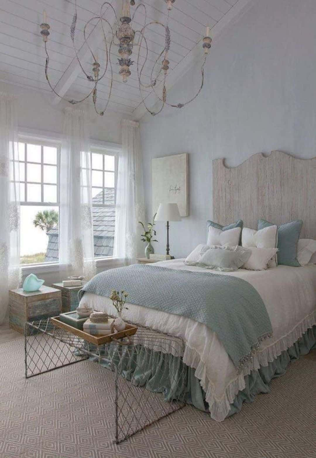 34 Amazing French Country Bedrooms Design Ideas - HMDCRTN