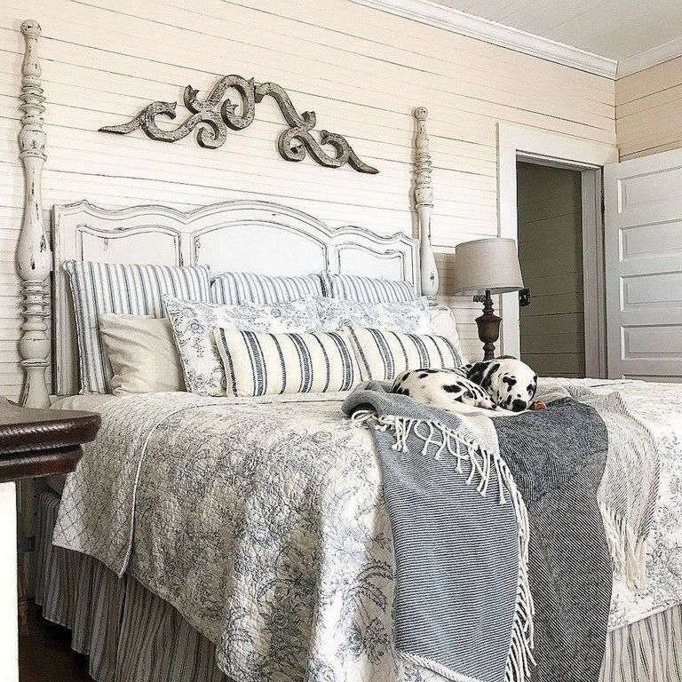 Amazing French Country Bedrooms Design Ideas 09