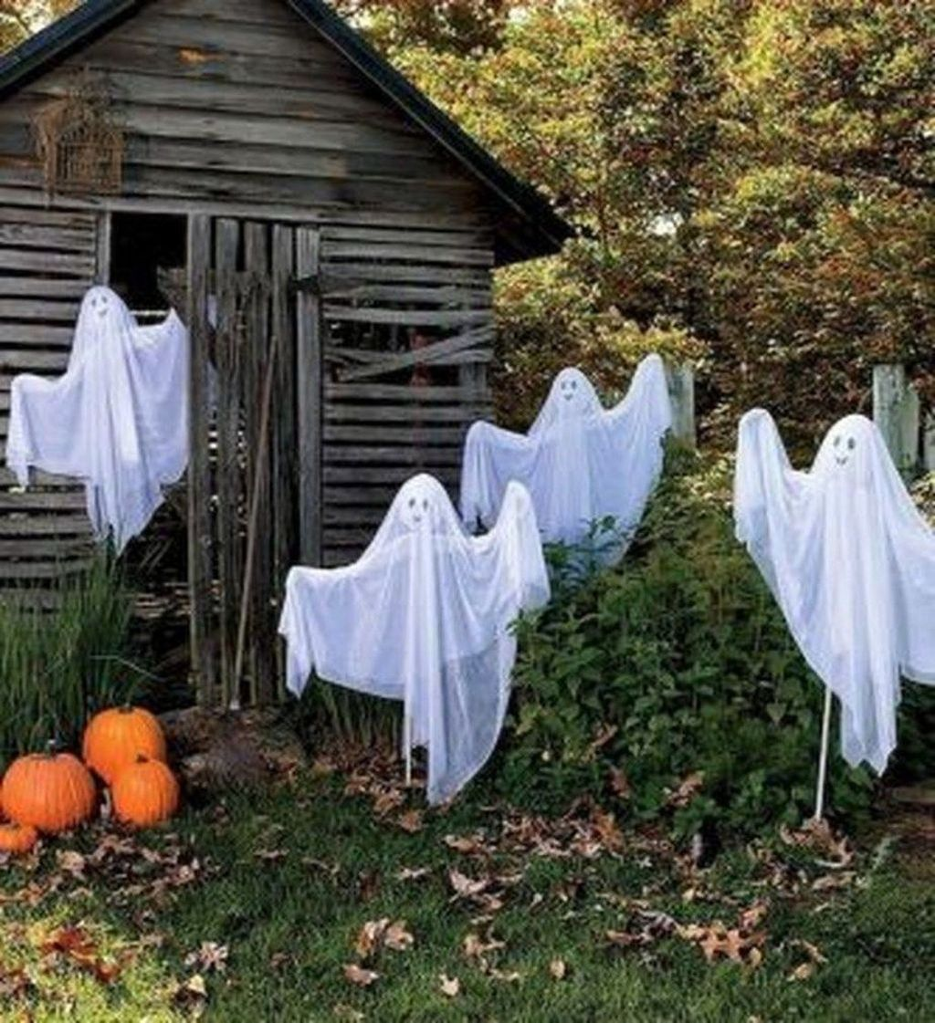 Amazing Halloween Outdoor Decorations Ideas 06