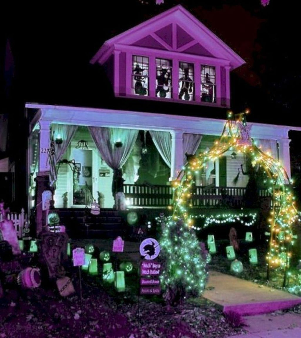Amazing Halloween Outdoor Decorations Ideas 13