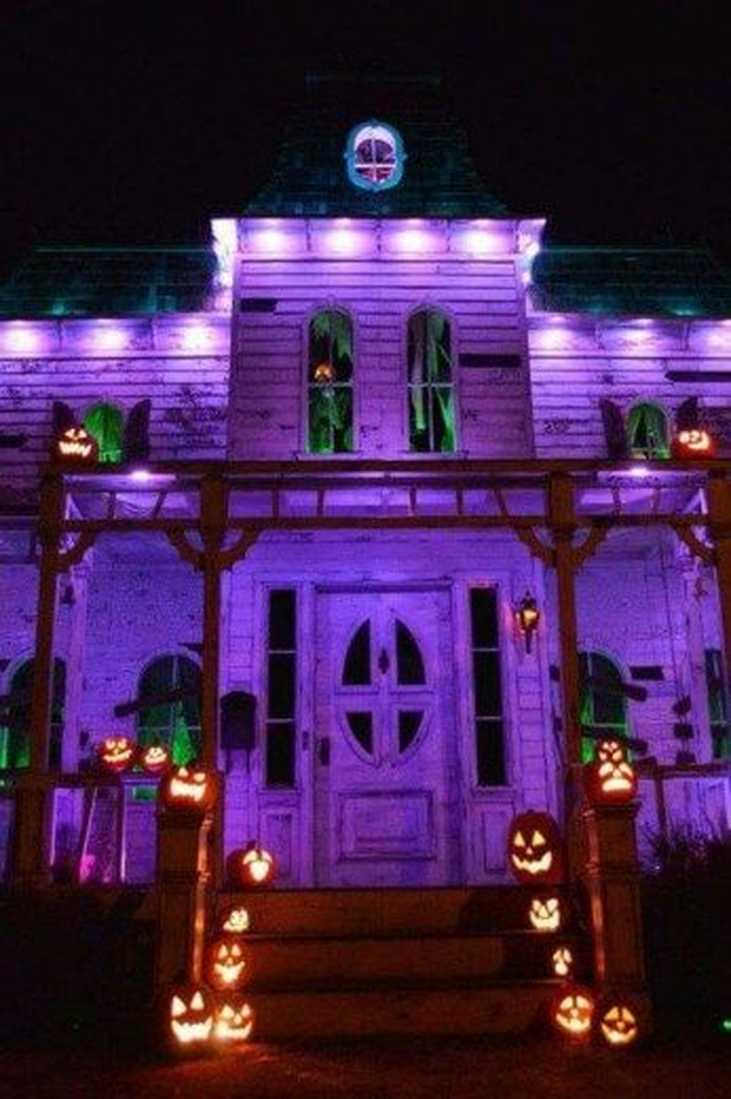Amazing Halloween Outdoor Decorations Ideas 18