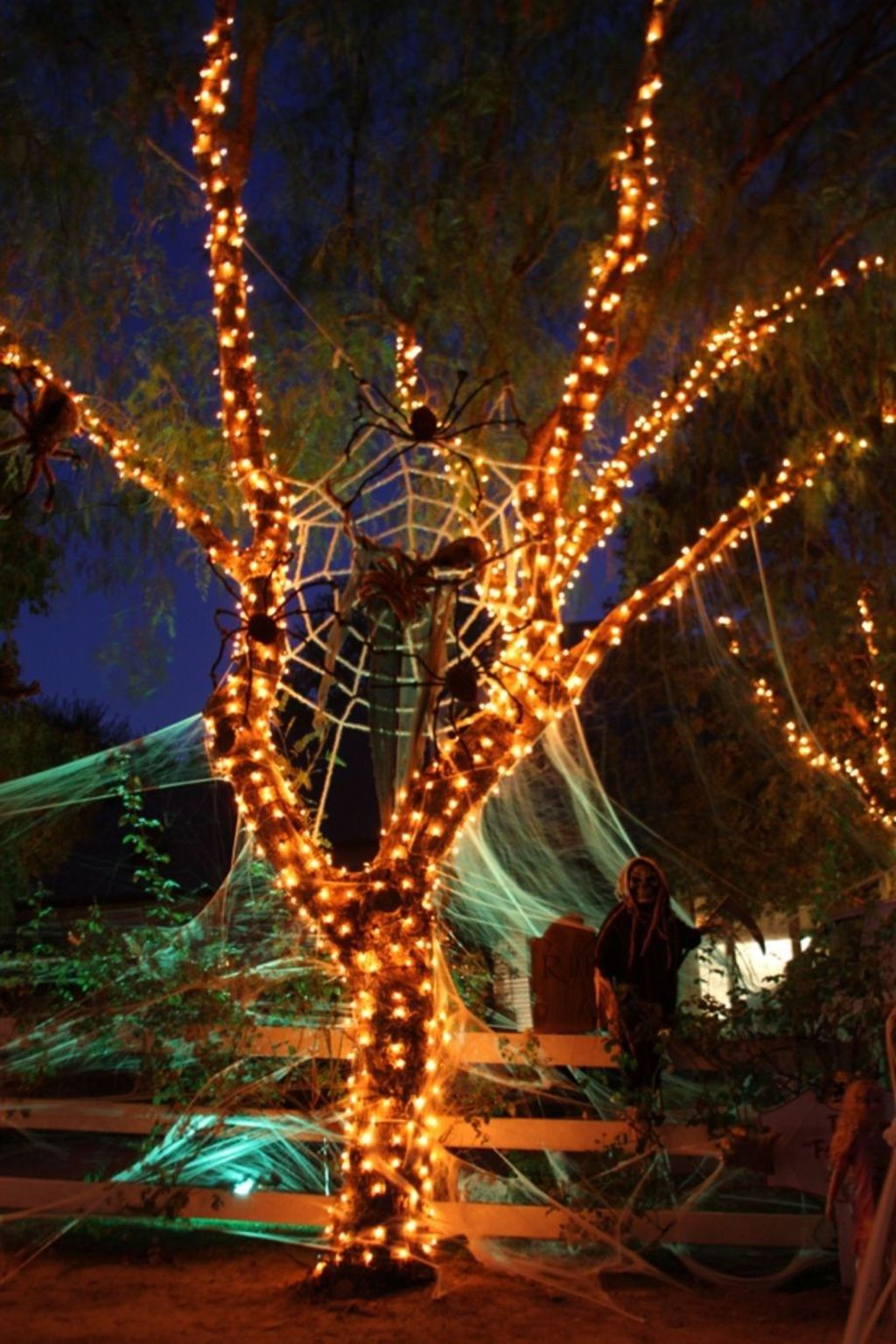 Amazing Halloween Outdoor Decorations Ideas 30
