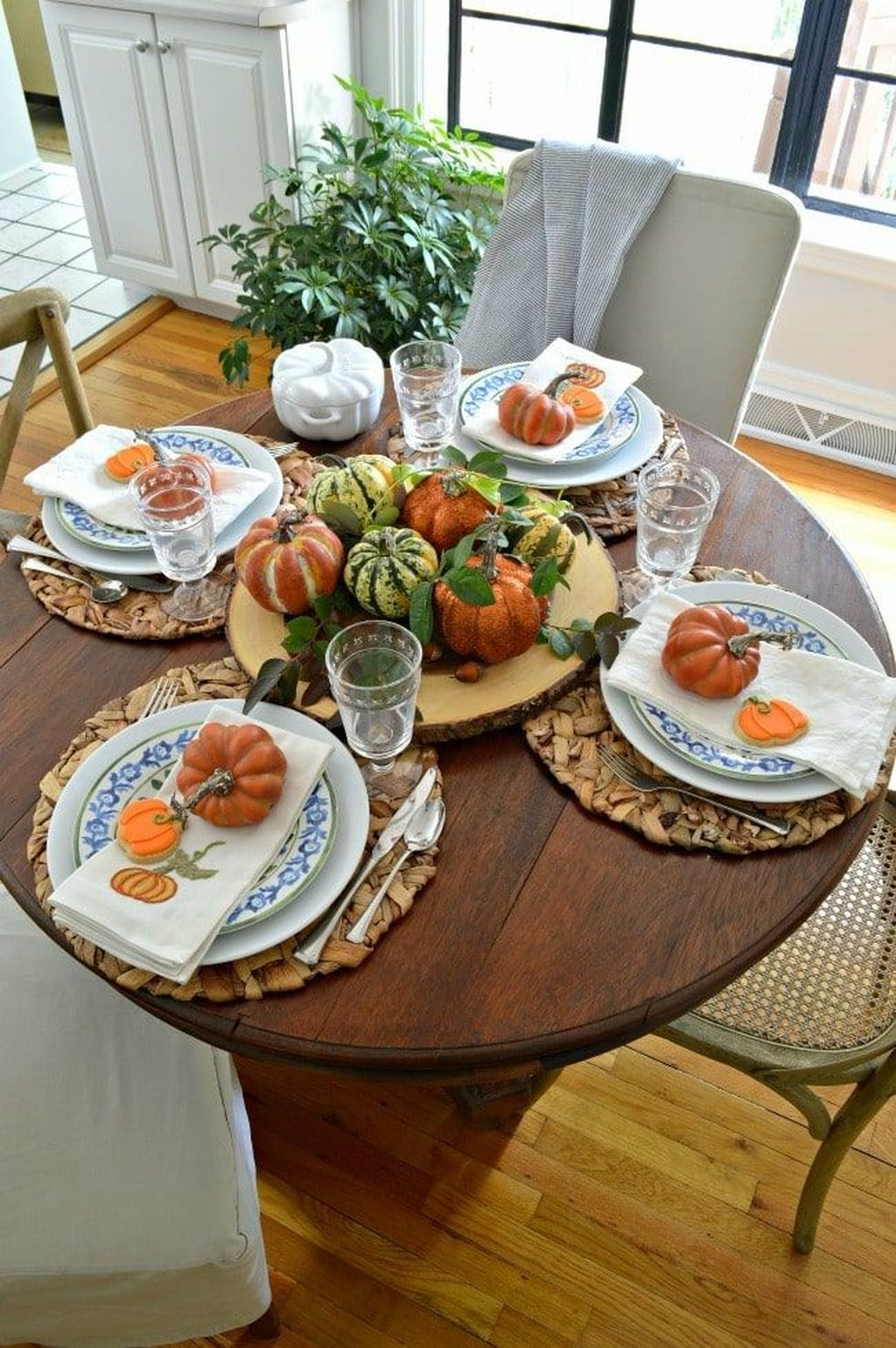 Awesome Fall Table Decorations Ideas You Should Apply This Year 07