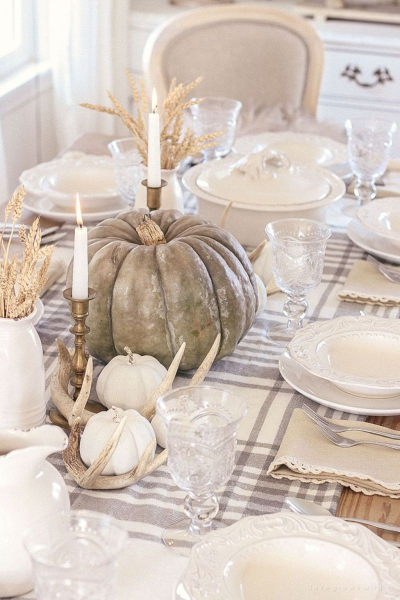 Awesome Fall Table Decorations Ideas You Should Apply This Year 08