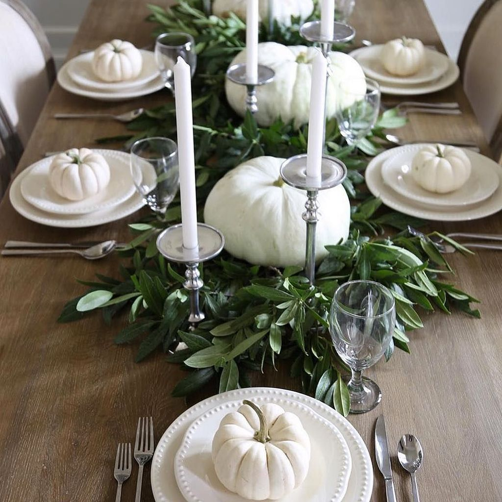 Awesome Fall Table Decorations Ideas You Should Apply This Year 13