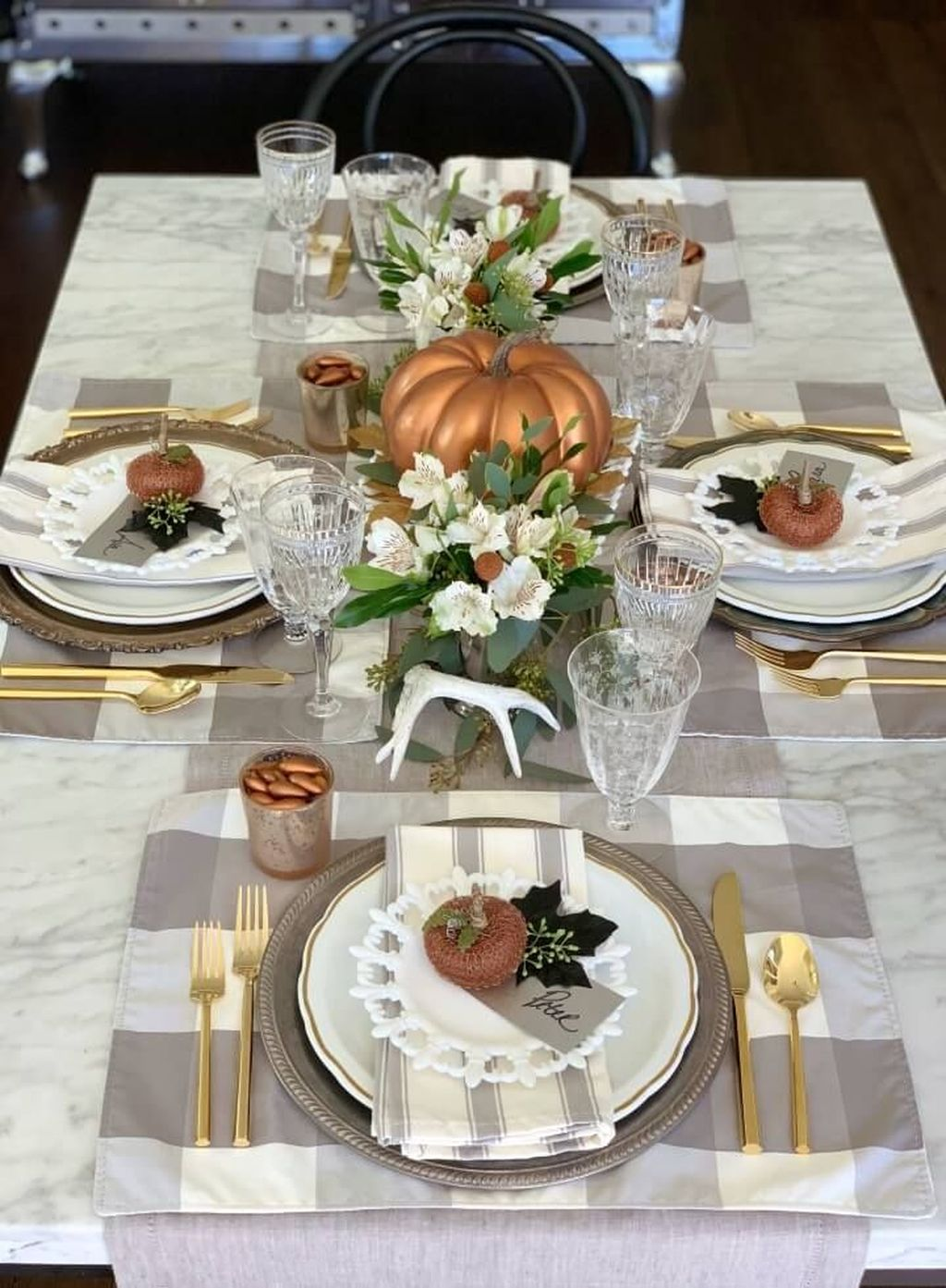 Awesome Fall Table Decorations Ideas You Should Apply This Year 17