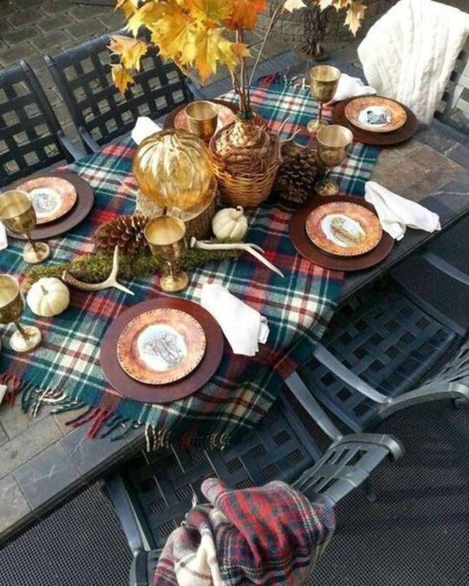 Awesome Fall Table Decorations Ideas You Should Apply This Year 31