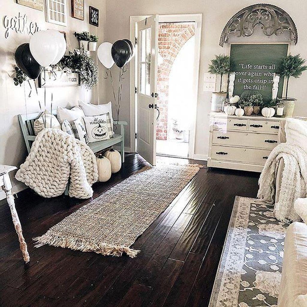 Beautiful Fall Entryway Decor Ideas 03