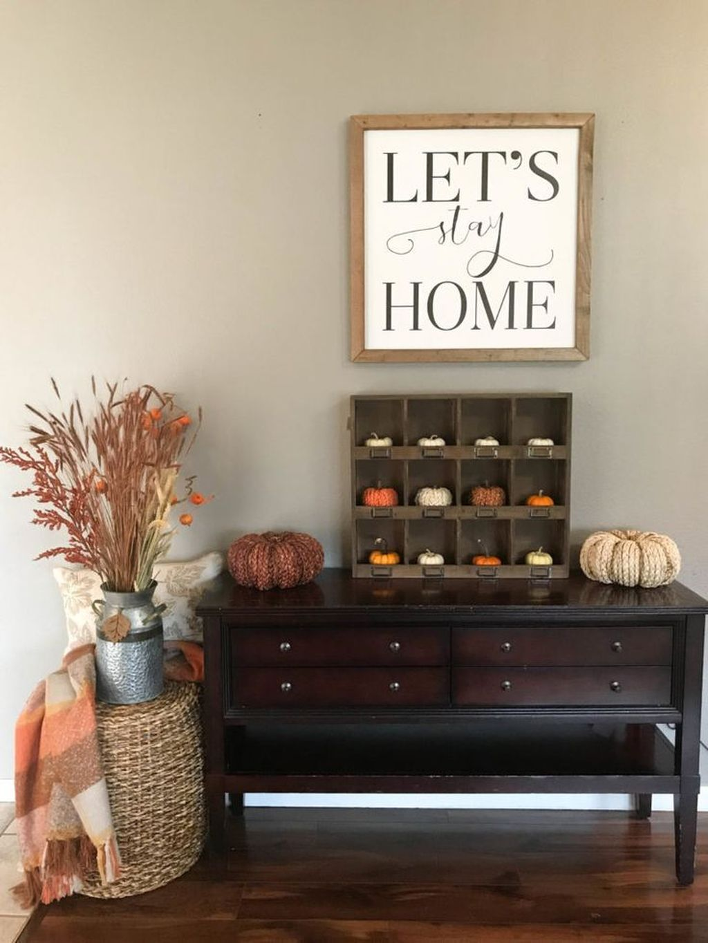 Beautiful Fall Entryway Decor Ideas 22
