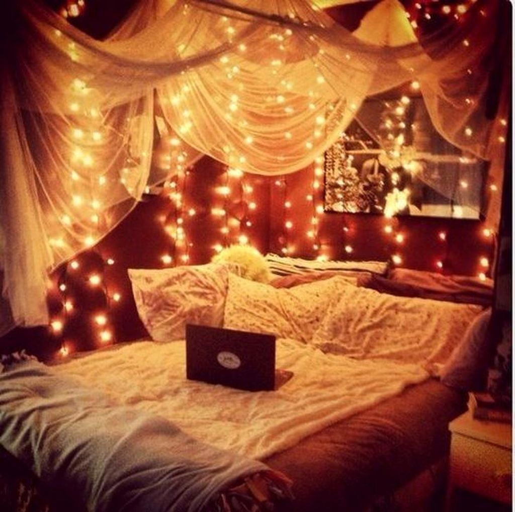 Beautiful Romantic Bedroom Lighting Ideas 12