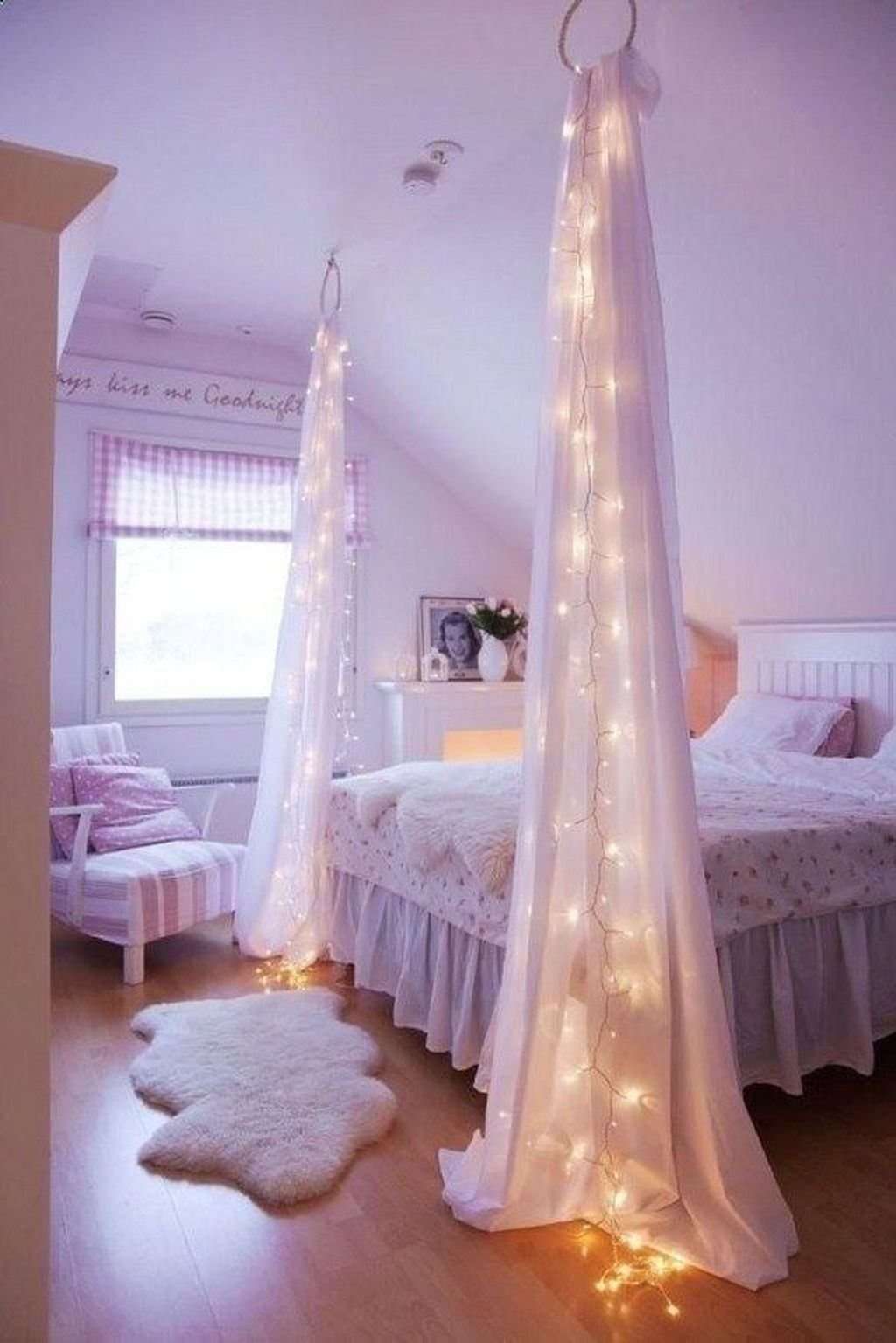 Beautiful Romantic Bedroom Lighting Ideas 34
