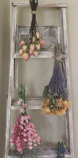 Gorgeous Vintage Ladder Decor Ideas 17