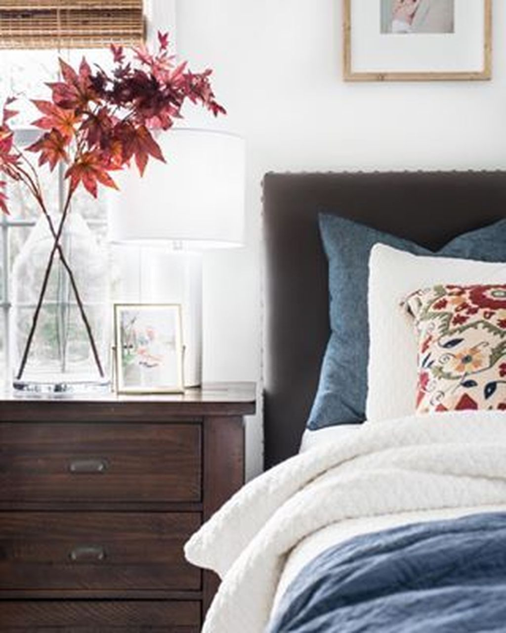 Lovely Fall Bedroom Decor Ideas That Will Popular This Year 17