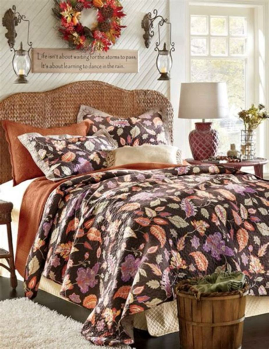 Lovely Fall Bedroom Decor Ideas That Will Popular This Year 27