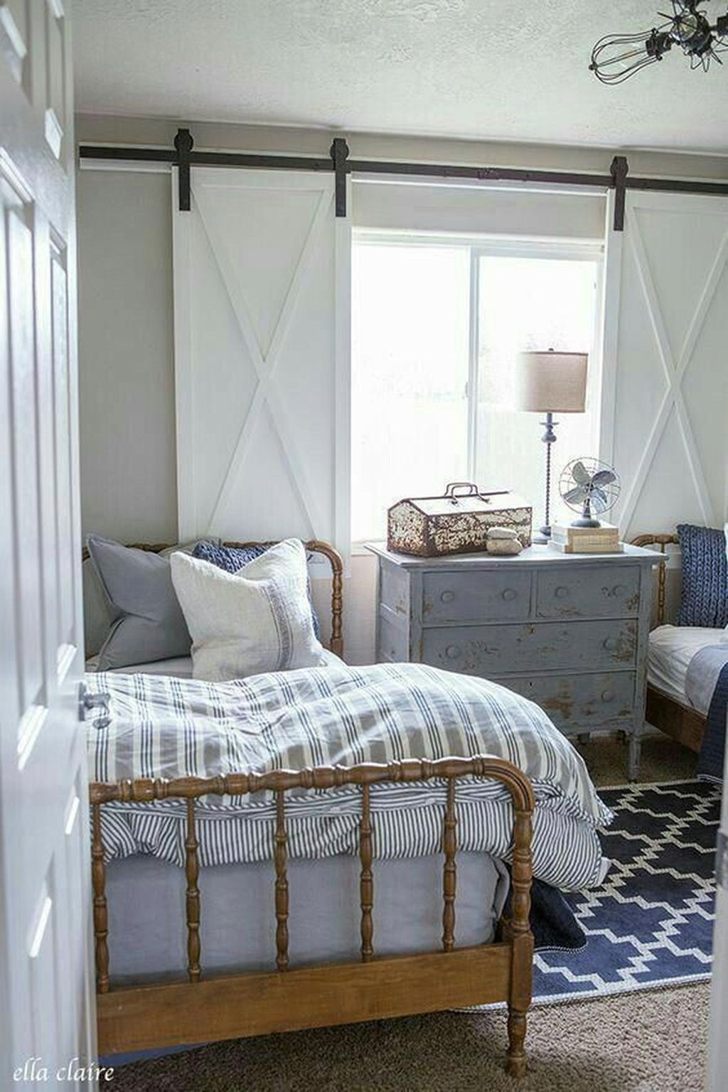 Lovely Lake Bedroom Decorating Ideas 16