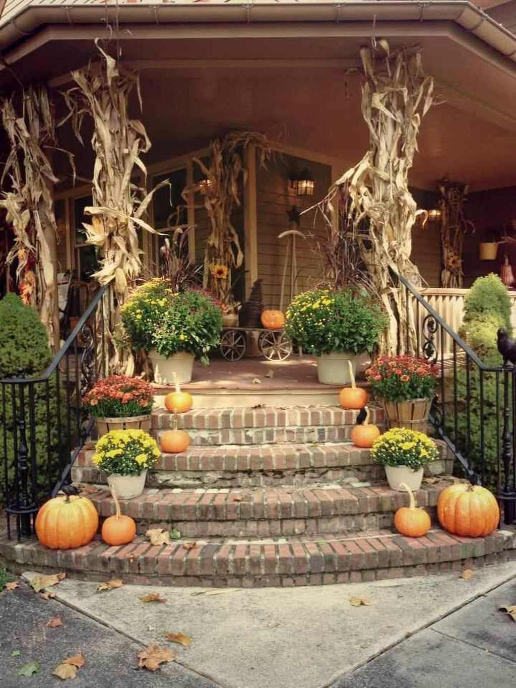 Simple Fall Porch Decorating Ideas 09