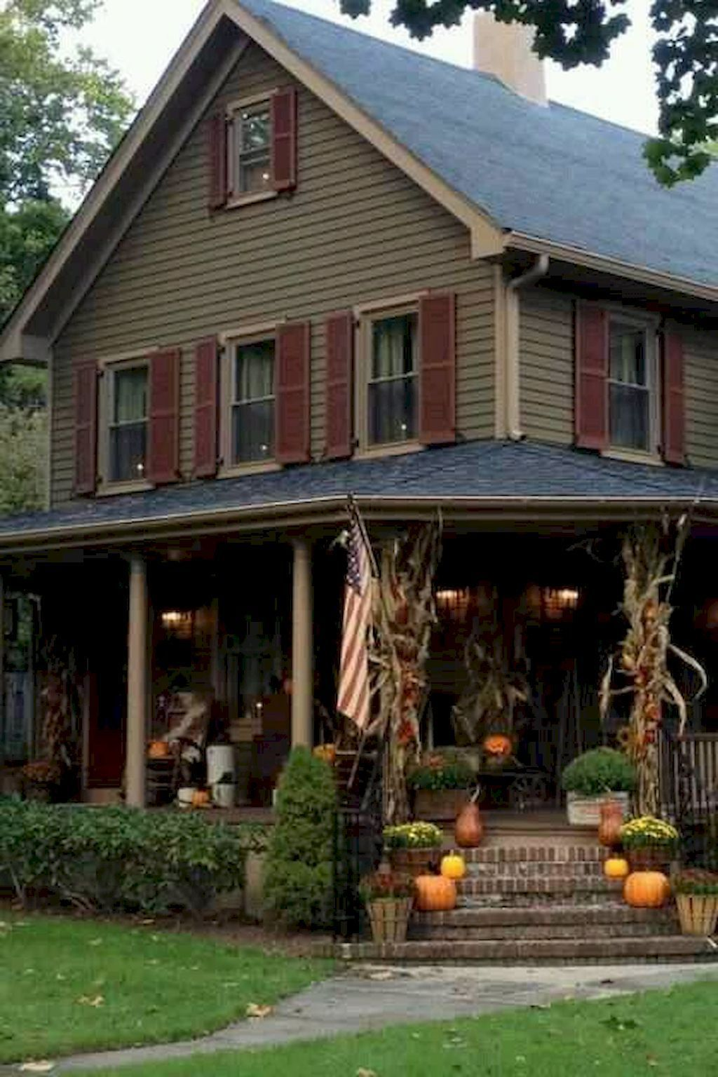Simple Fall Porch Decorating Ideas 15