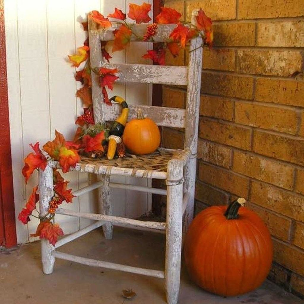 Simple Fall Porch Decorating Ideas 16