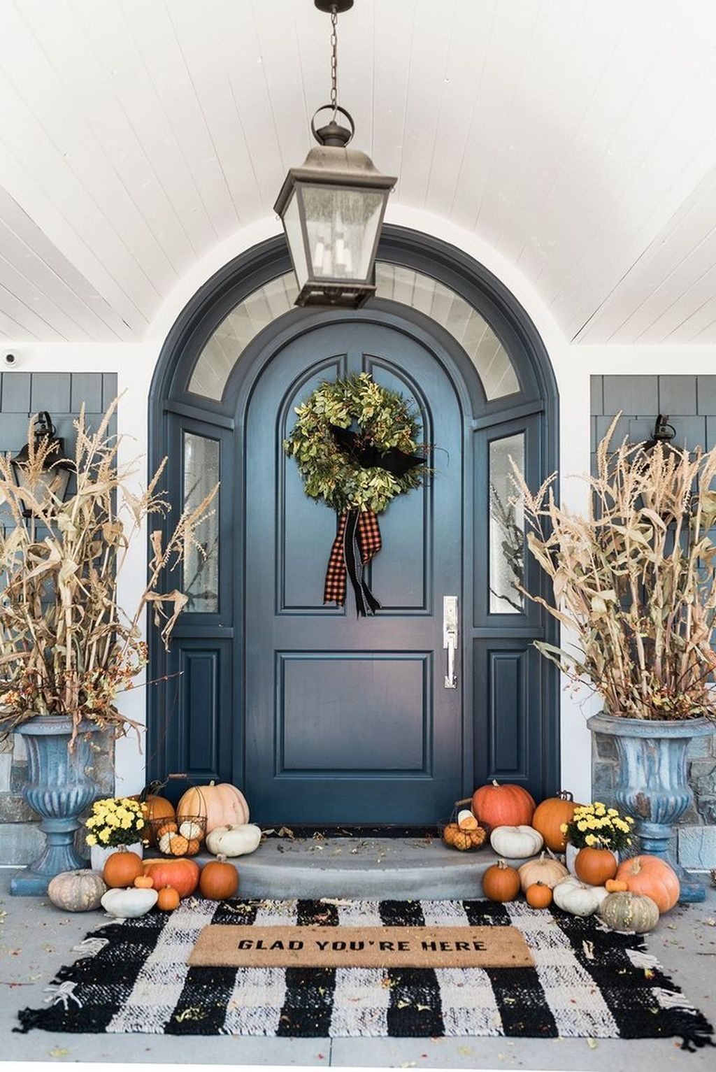 Simple Fall Porch Decorating Ideas 20