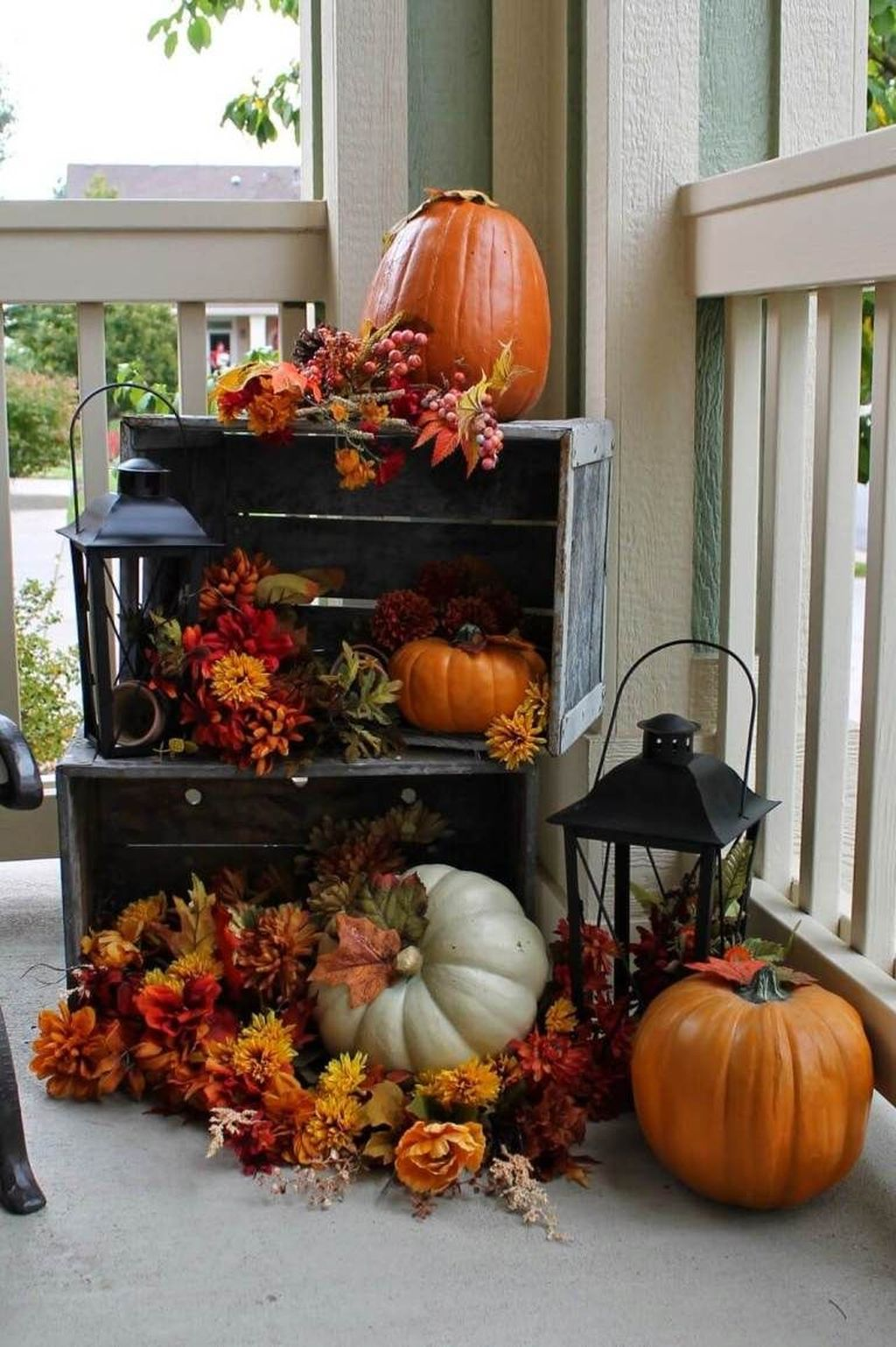Simple Fall Porch Decorating Ideas 24