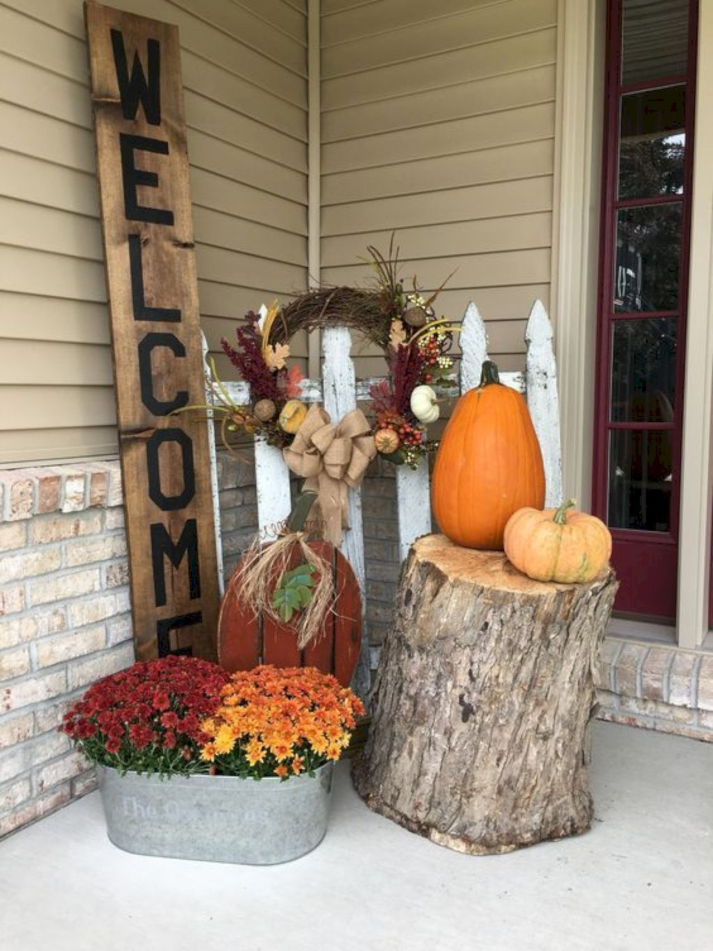 Simple Fall Porch Decorating Ideas 27