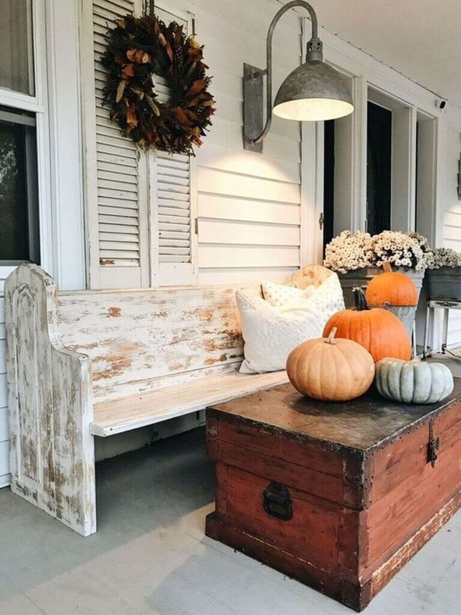 Simple Fall Porch Decorating Ideas 29