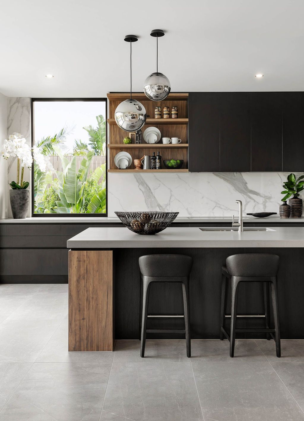 Stunning Black Kitchen Island Ideas 04