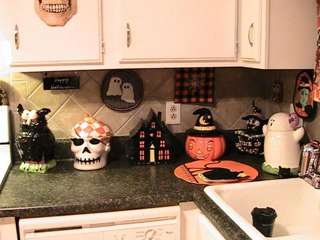 Stunning Halloween Kitchen Decor Ideas 28
