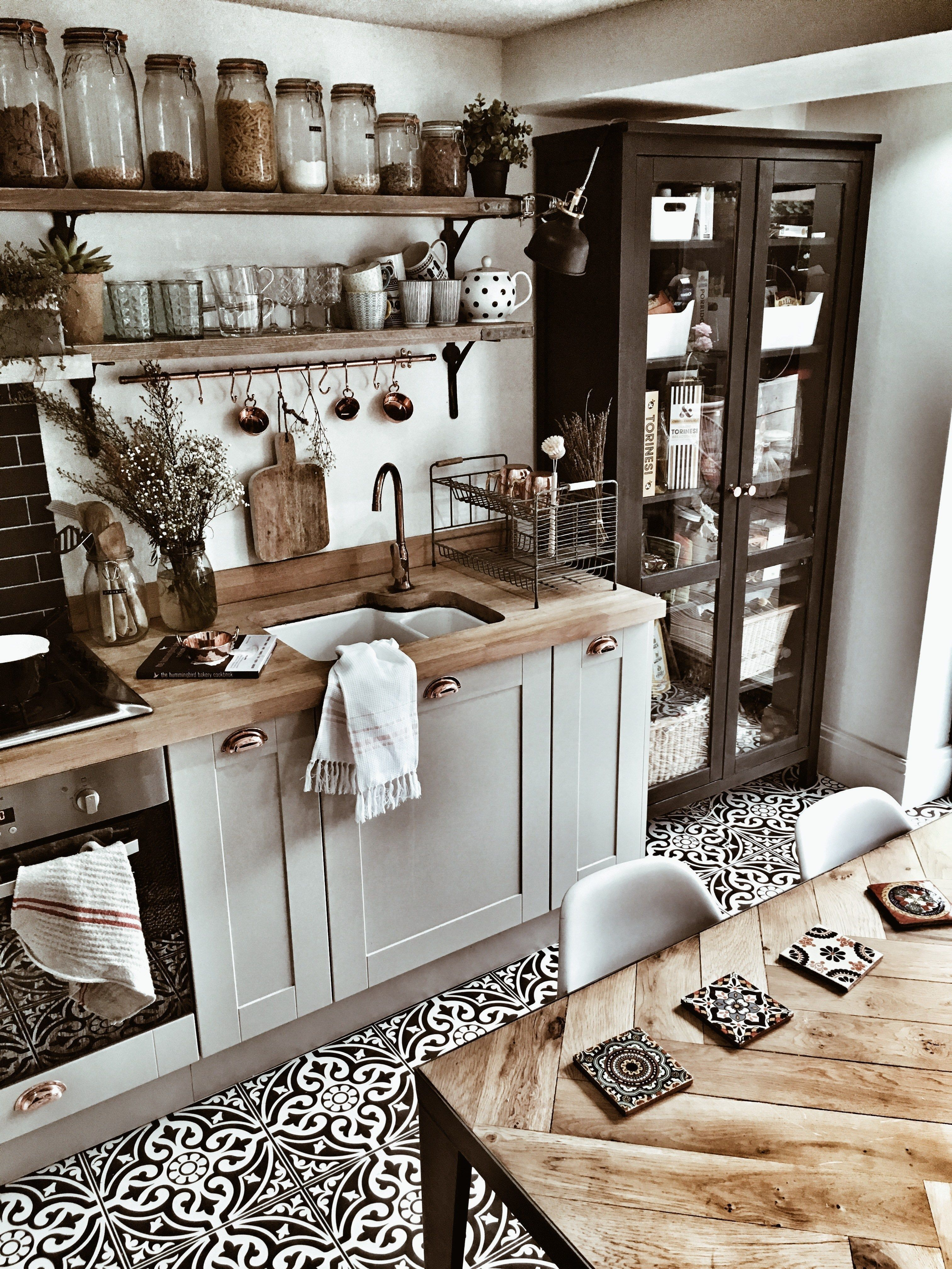 Awesome Cottage Kitchens Design Ideas 38