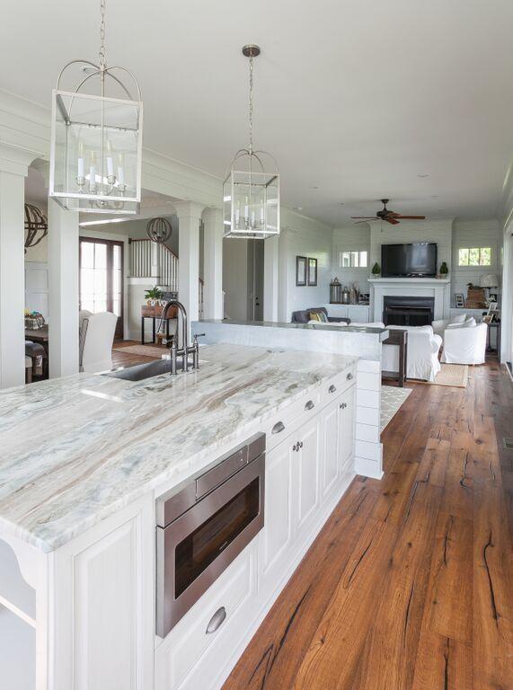 Inspiring White Kitchen Design Ideas With Luxury Accent 14