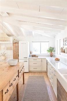 Inspiring White Kitchen Design Ideas With Luxury Accent 19