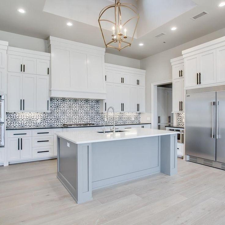 Inspiring White Kitchen Design Ideas With Luxury Accent 32