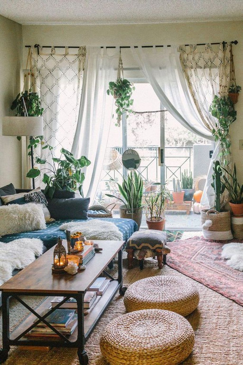 Lovely Living Room Decoration Ideas With Bohemian Style 21