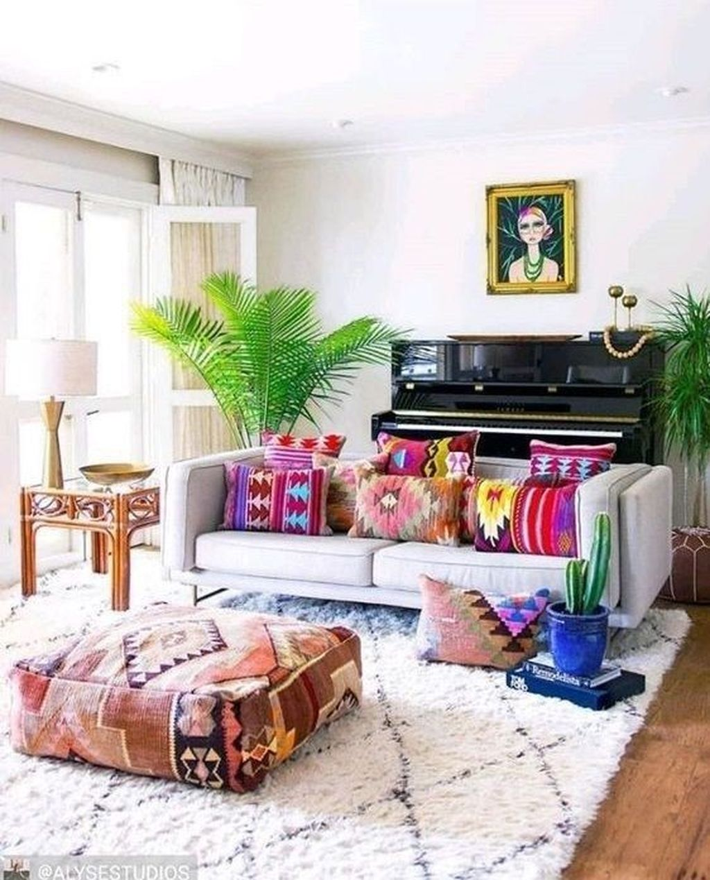 Lovely Living Room Decoration Ideas With Bohemian Style 26