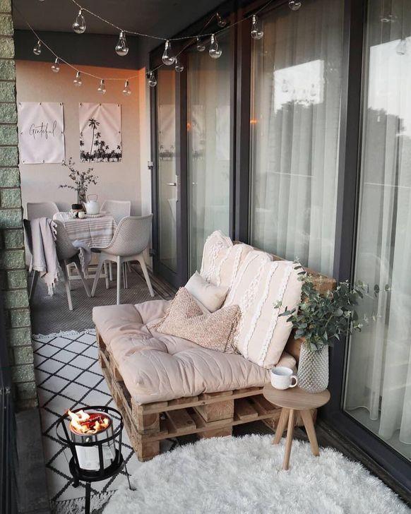 Awesome Apartment Balcony Decorating Ideas 20