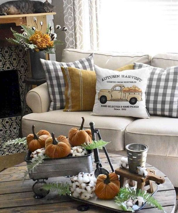 Fabulous Fall Living Room Decor Ideas To Feel Comfortable At Home 21