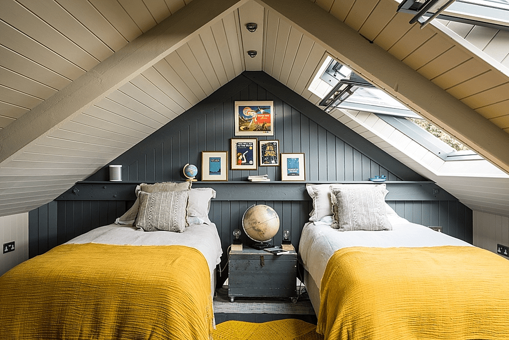 Fabulous Small Attic Bedroom Design Ideas You Will Like 16