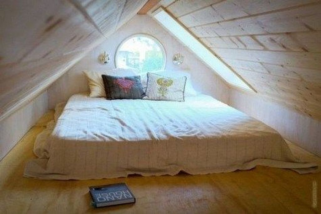 Fabulous Small Attic Bedroom Design Ideas You Will Like 18