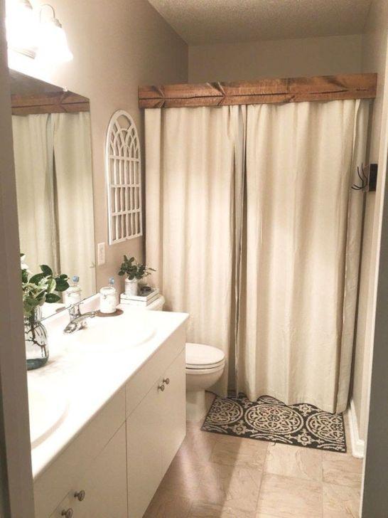Inspiring Rustic Farmhouse Bathroom Decorating Ideas 16