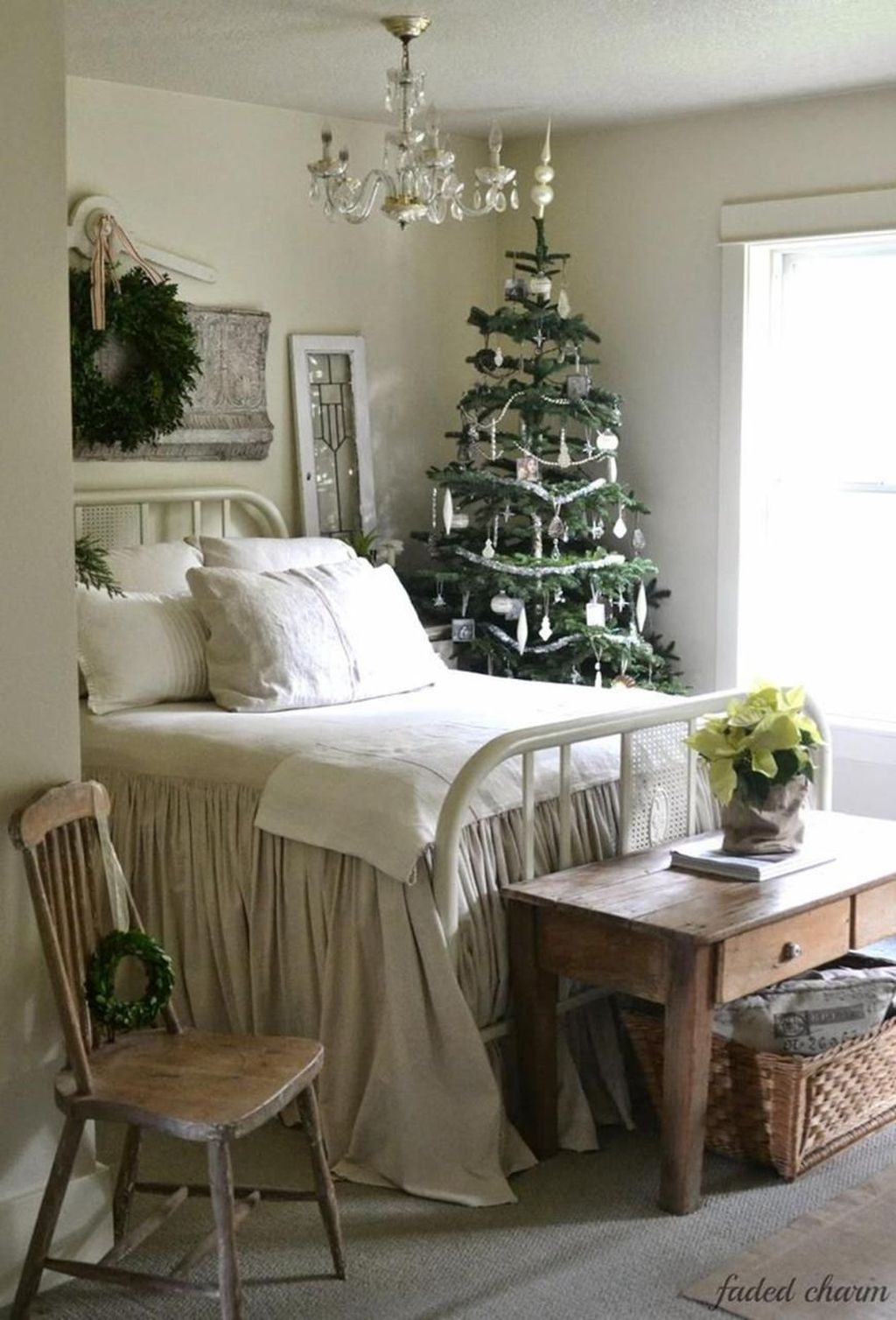 Amazing Farmhouse Style Christmas Bedroom Ideas 29