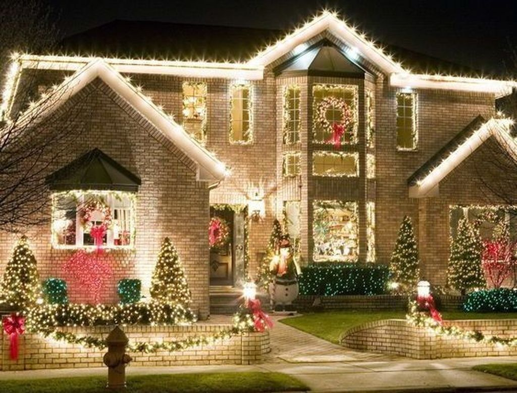 Awesome Christmas Lights Ideas For Exterior Decoration 02