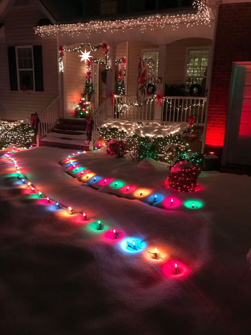 Awesome Christmas Lights Ideas For Exterior Decoration 06